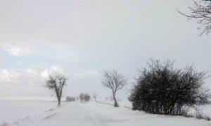 Landstraße im winter Schnee Uckermark